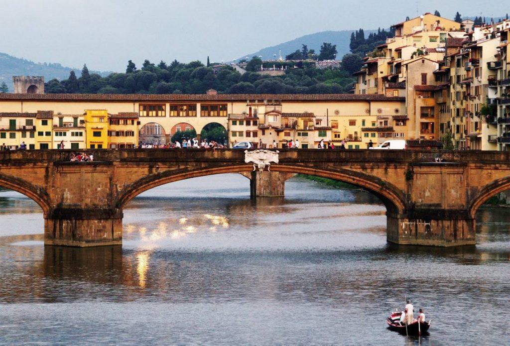 Firenze in barca sull'Arno