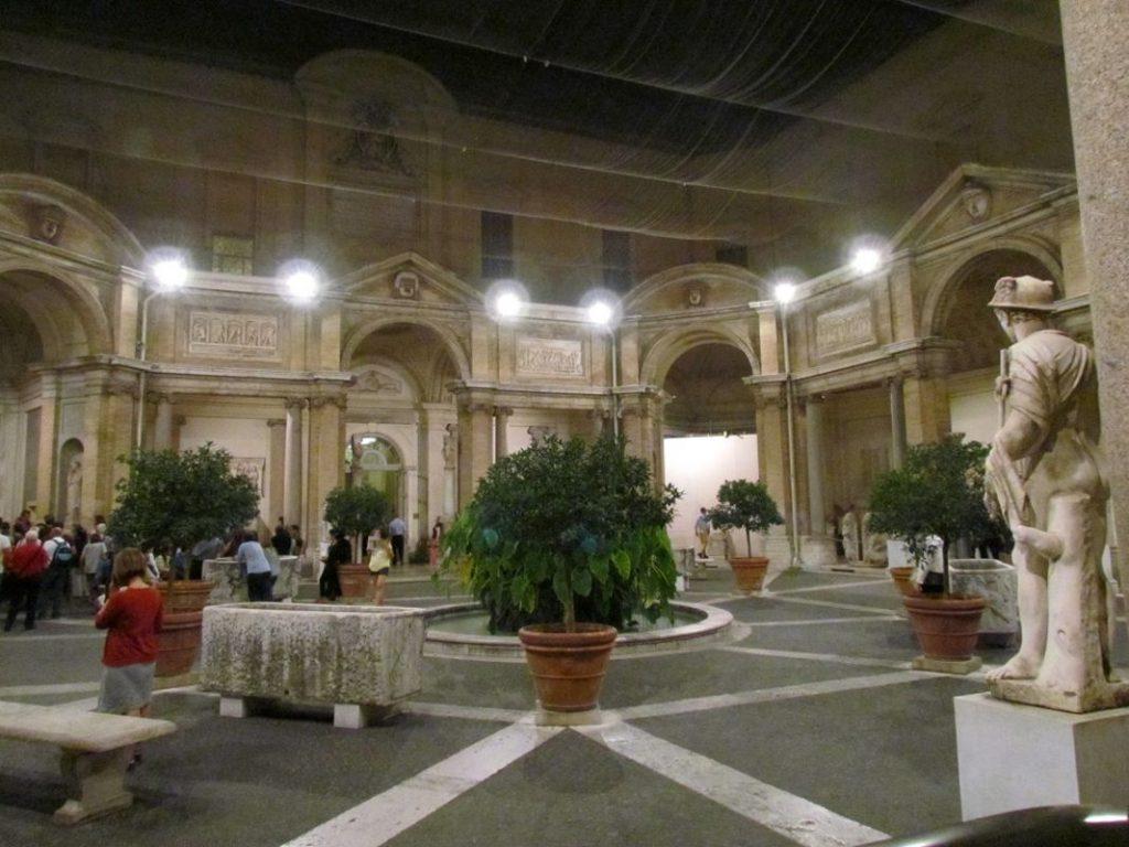 Musei Vaticani di Notte il Cortile del Belvedere