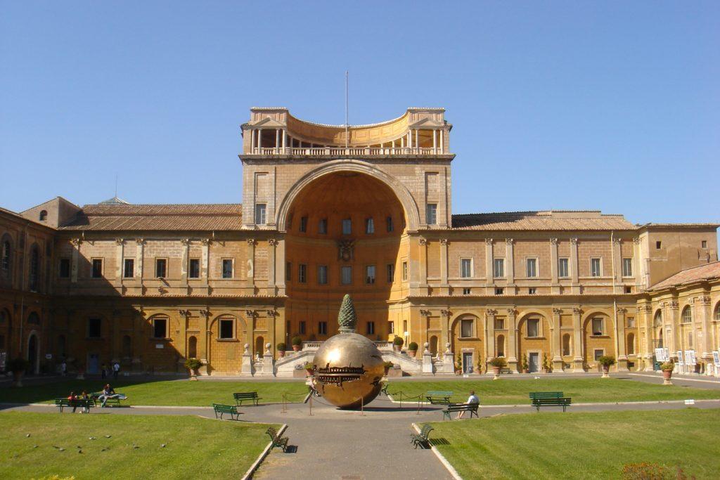 Cortile della Pigna Musei Vaticani