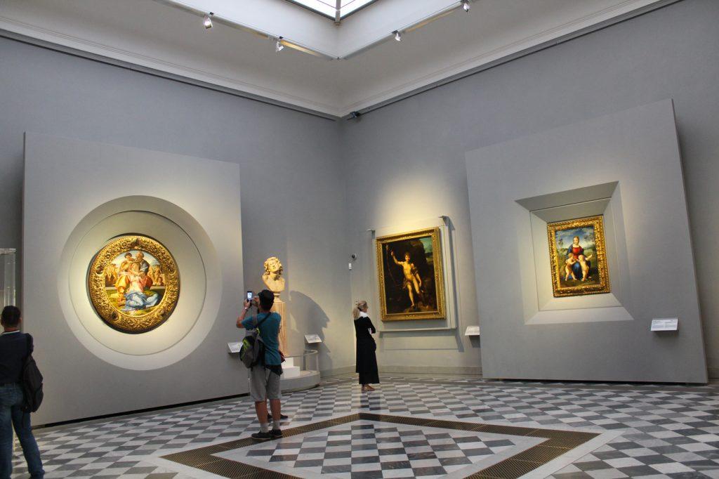 Nuovo allestimento della sala alla Galleria degli Uffizi
