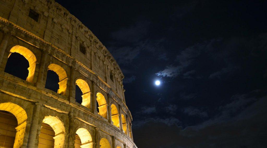 Roma di Notte il Colosseo